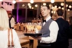Der Comedy Kellner beim Sektempfang - immer gern zu Diensten