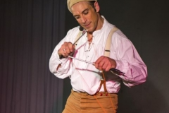 Jongleur Ullich Steybe versteht sich darin, das Diabolo zu präsentieren