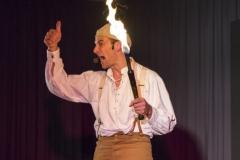 Feuer als Finale der Jonglageshow von Ullich - gleich geht's los