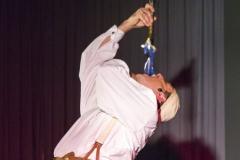 Finale mit Feuer in der Show von Comedykellner und Jongleur Ullich Steybe