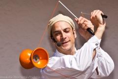 Jonglageshow mit Ullich Steybe - ein Meister am Diabolo