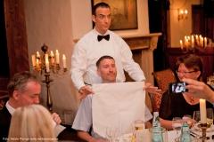 Der Umgang mit den Servietten - vermittelt vom butler Comedian Ullich