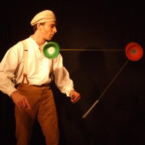 Jongleuer mit Diabolo