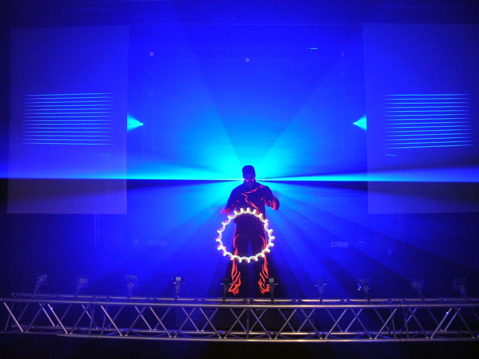 Flashed Motions - a laser animated juggling show